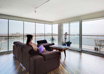 Detalle sofá. Reforma de ático en Alicante por Araque Maqueda Construcción