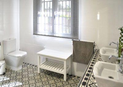 Suelo hidráulico baño. Reforma casa de campo en pinoso Alicante por Araque Maqueda construccion