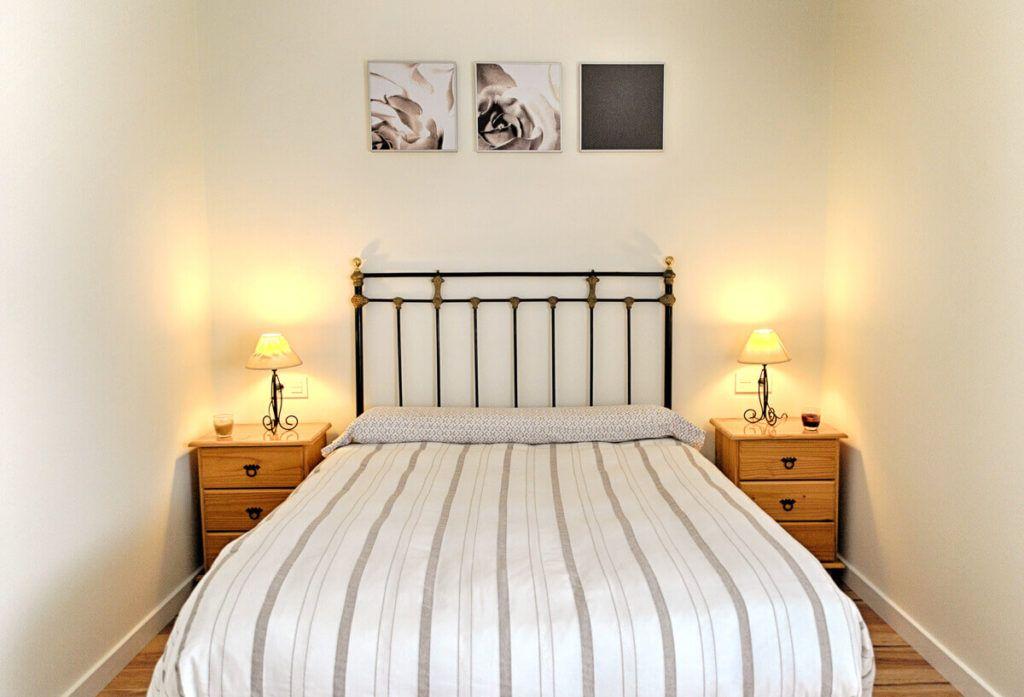 detalle de Dormitorio matrimonio. Reforma casa de campo en pinoso Alicante por Araque Maqueda construccion