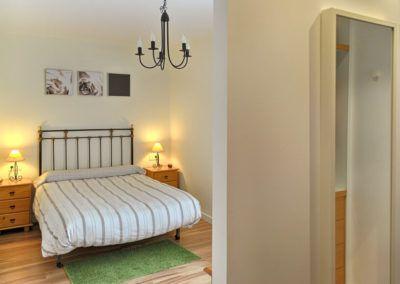 Dormitorio desde vestidor. Reforma casa de campo en pinoso Alicante por Araque Maqueda construccion