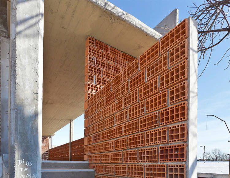 Ideas para separar ambientes con piezas cer micas araque - Muros de ladrillo visto ...
