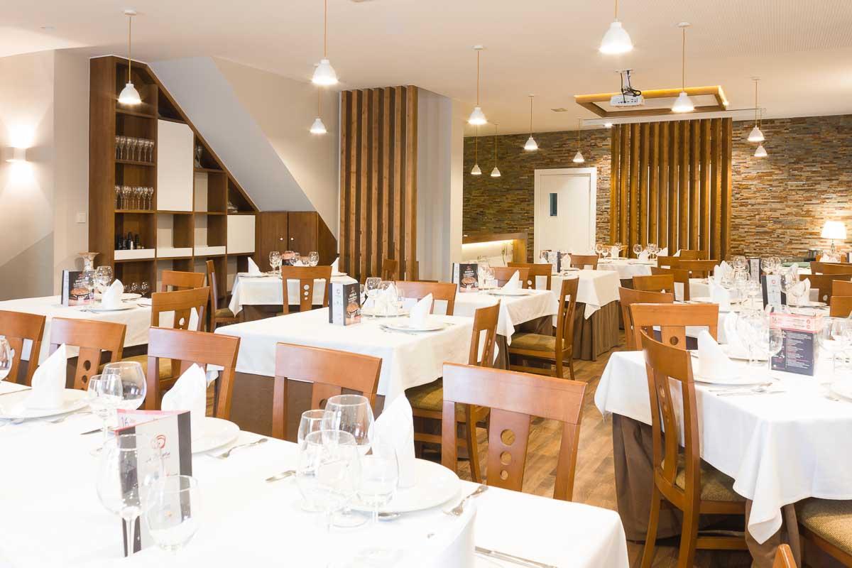Salon y bar. Reforma de restaurante en Pinoso por Araque Maqueda