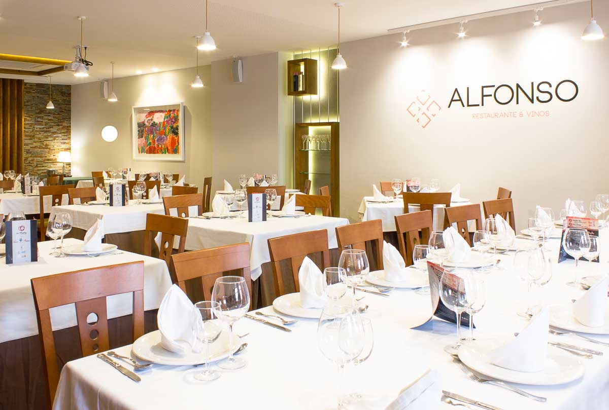 Salón. Reforma de restaurante en Pinoso por Araque Maqueda