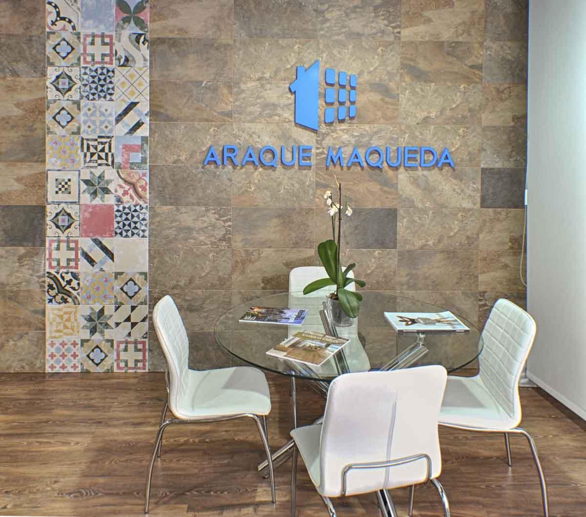 Mesa reuniones de Reforma de oficina en Alicante por Araque Maqueda