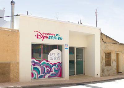 fachada de construccion local infantil en Pinoso (Alicante) por Araque Maqueda