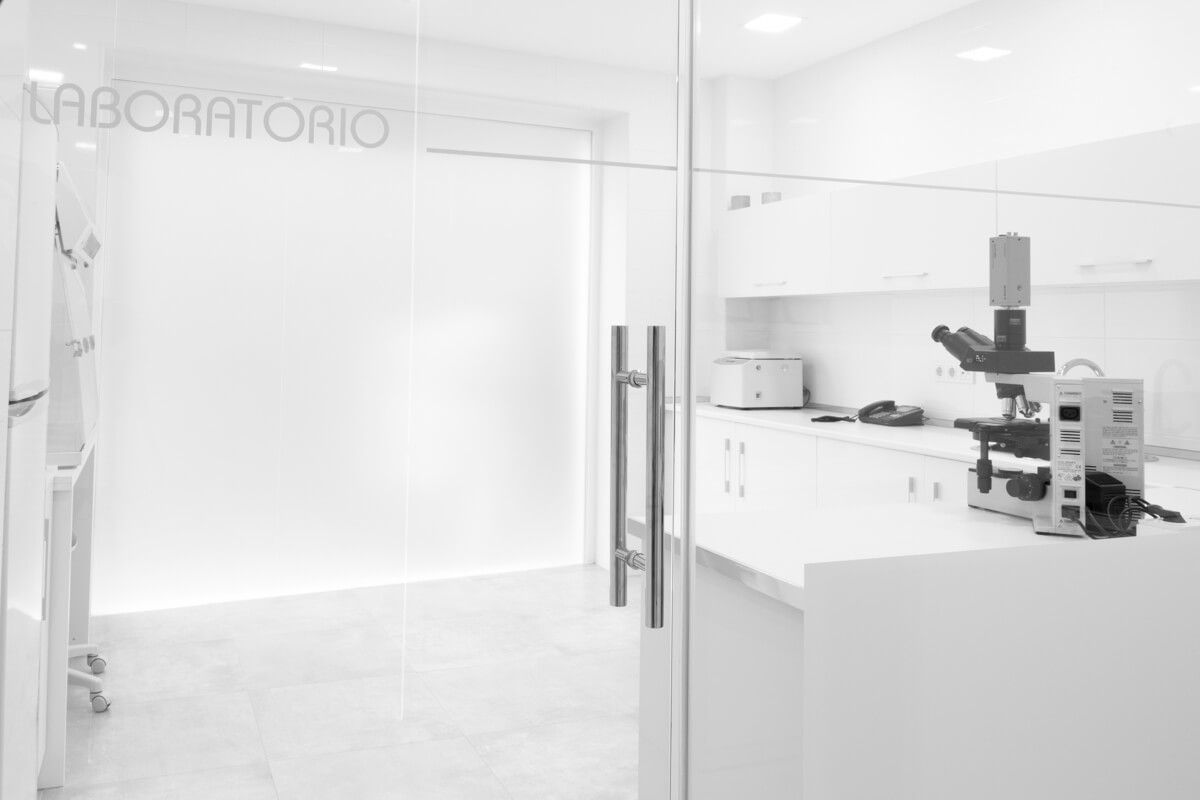 laboratorio. Reforma de local comercial para clínica en Elda por Araque Maqueda
