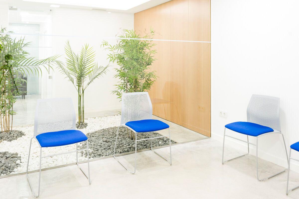 Sala de espera. Reforma de local comercial para clínica en Elda por Araque Maqueda