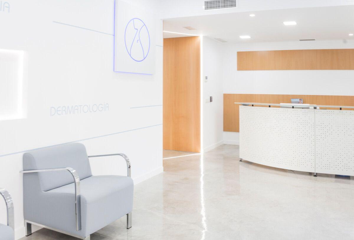 Recibidor. Reforma de local comercial para clínica en Elda por Araque Maqueda