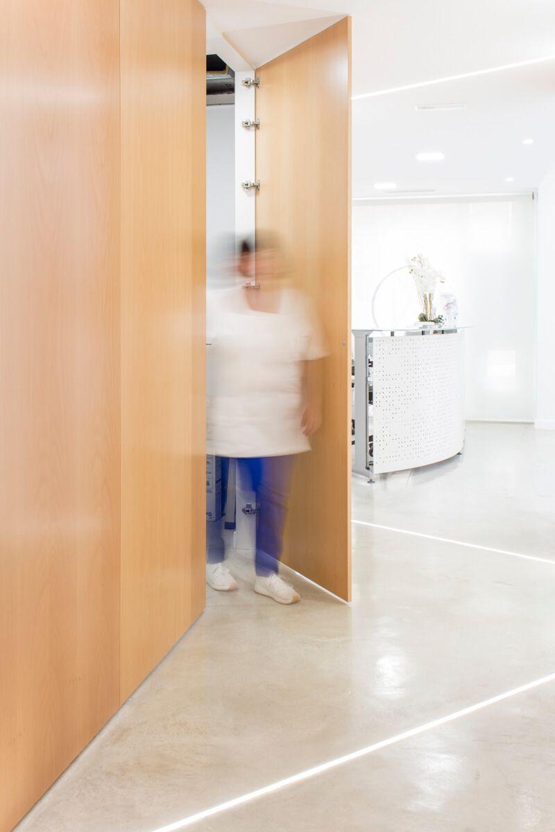Armario oculto. Reforma de local comercial para clínica en Elda por Araque Maqueda