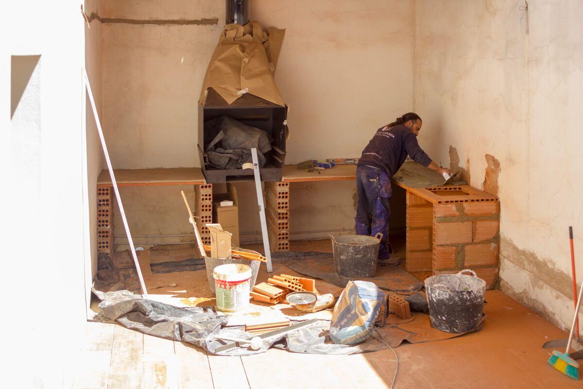 Construcción barbacoa en Obra de reforma de adosado por Araque Maqueda
