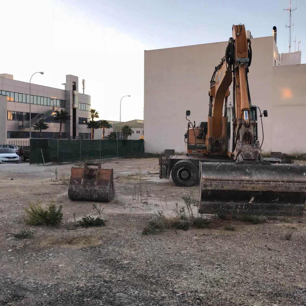 desbroce terreno de una nave industrial en Alicante por Araque Maqueda