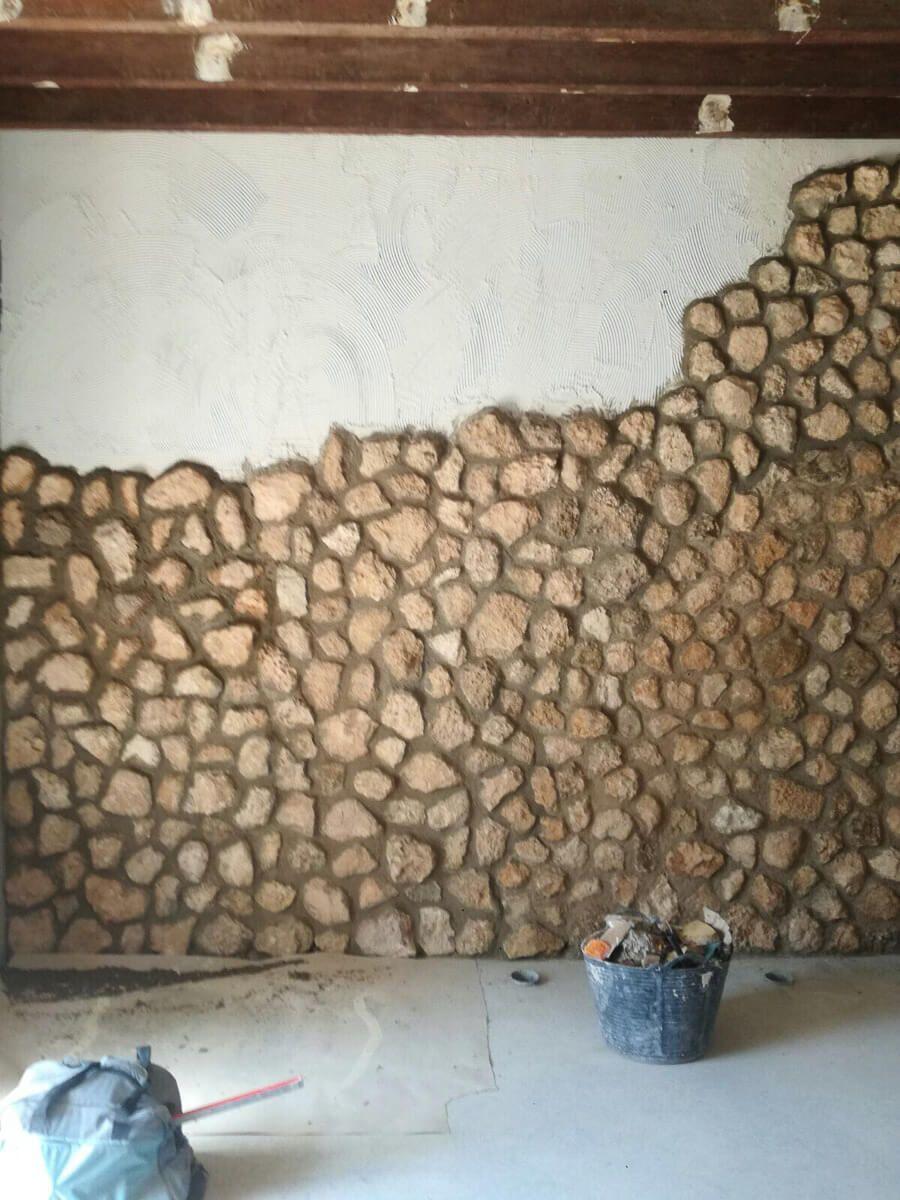 Piedra vista natural en reforma de apartamento en Alicante por Araque Maqueda