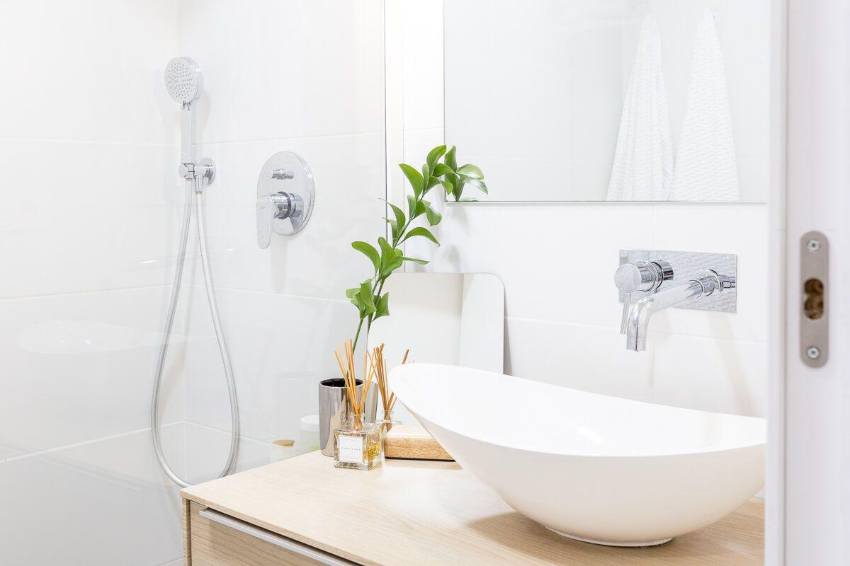 baño comun de reforma de apartamento en Alicante por Araque Maqueda