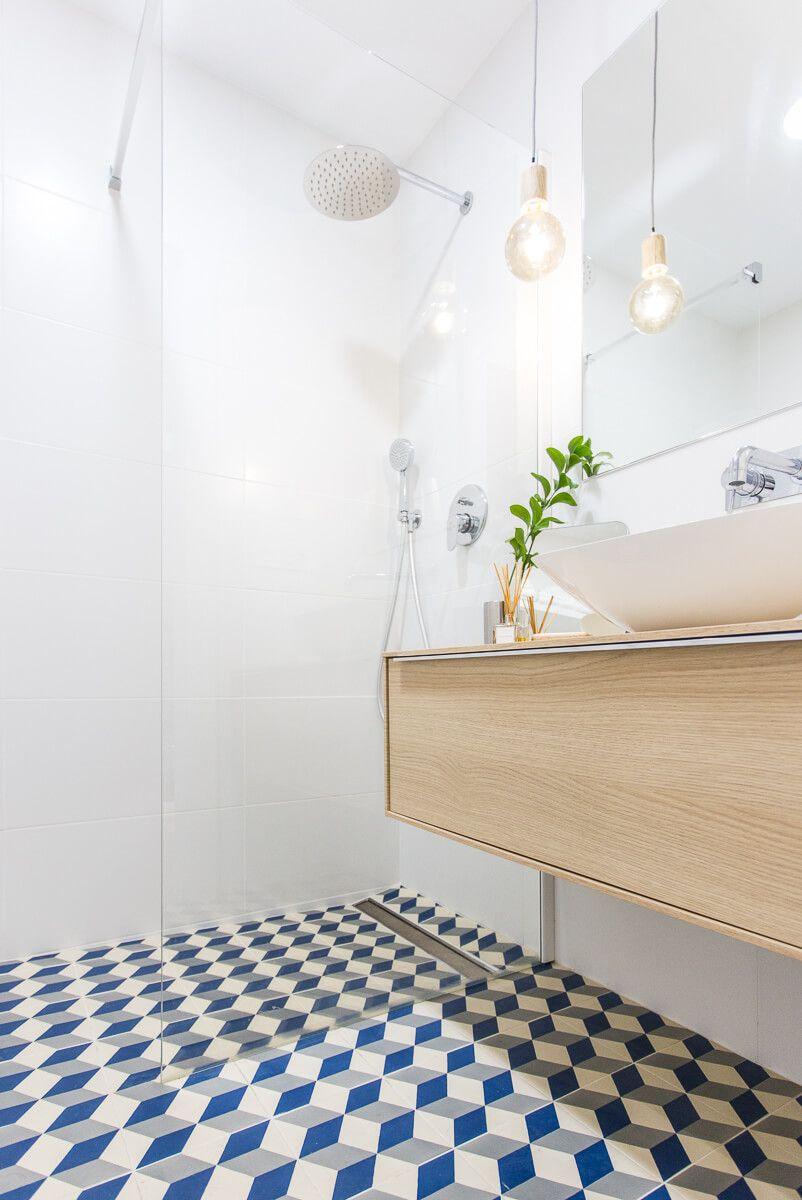 Mampara ducha de reforma de apartamento en Alicante por Araque Maqueda