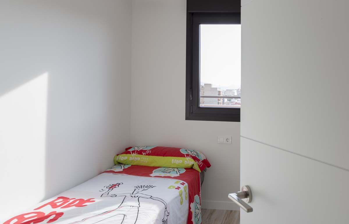 Reforma de ático en Petrer por Araque Maqueda. dormitorio infantil