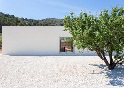 Parte trasera de Chalet minimalista en Hondon de las Nieves (Alicante) por Araque Maqueda