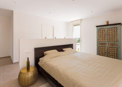 Habitación de matrimonio Chalet minimalista en Hondon de las Nieves (Alicante) por Araque Maqueda