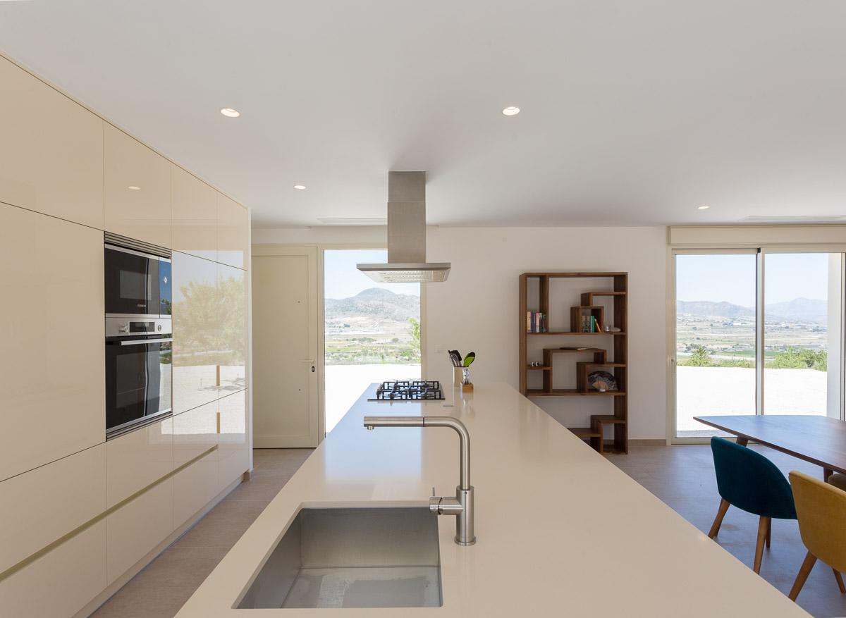 bancada de cocina Chalet minimalista en Hondon de las Nieves (Alicante) por Araque Maqueda