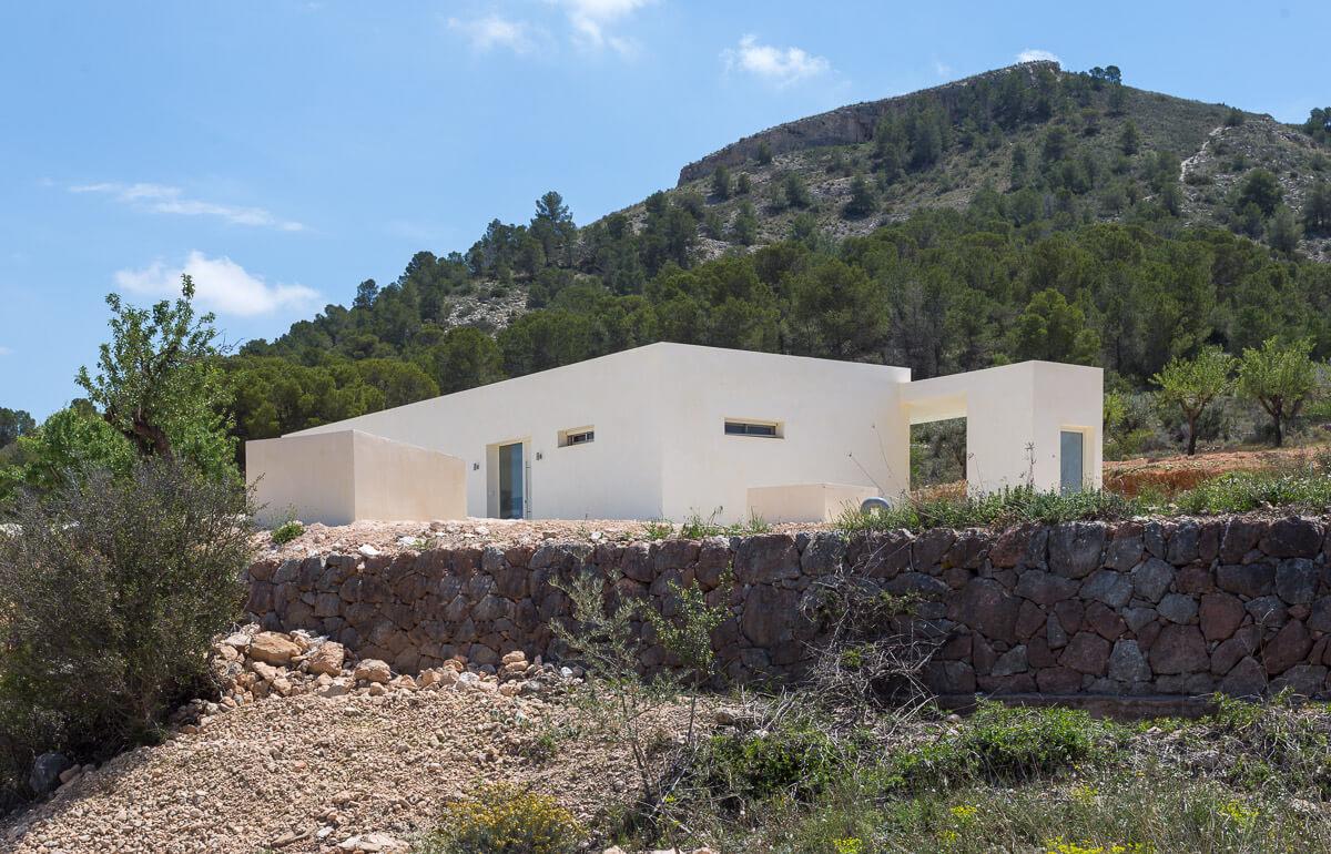 Parte exterior de Chalet minimalista en Hondon de las Nieves (Alicante) por Araque Maqueda