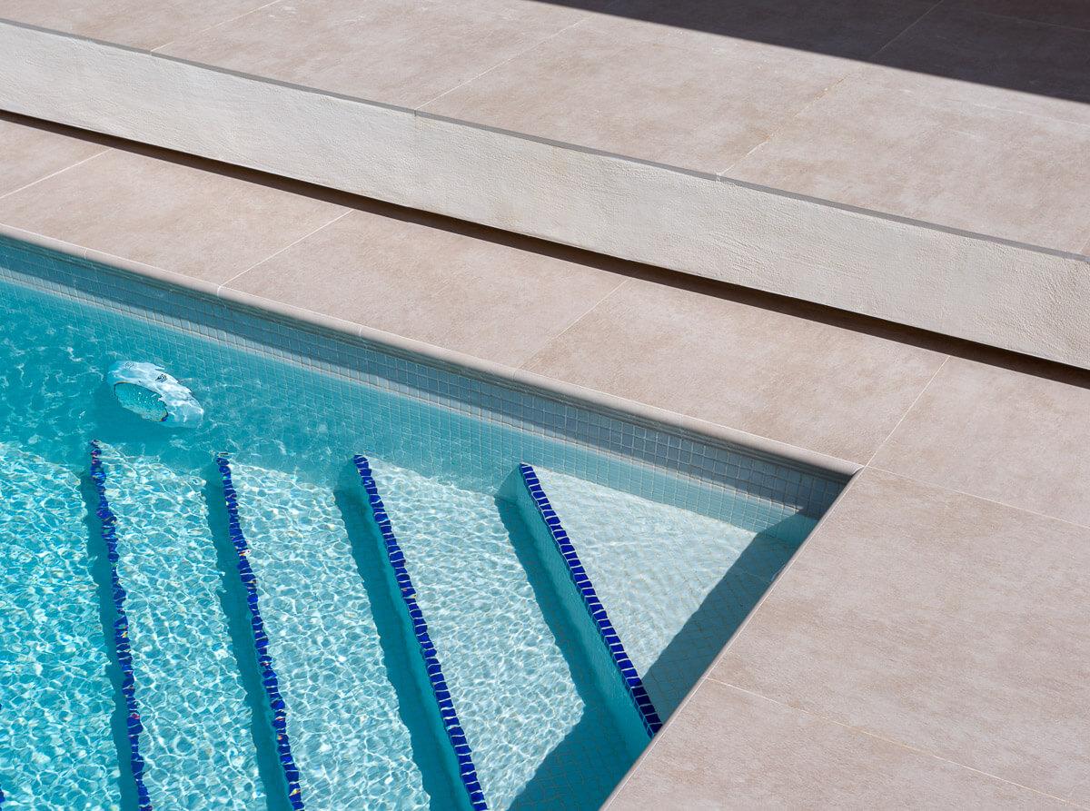 Escaleras de piscina Chalet minimalista en Hondon de las Nieves (Alicante) por Araque Maqueda