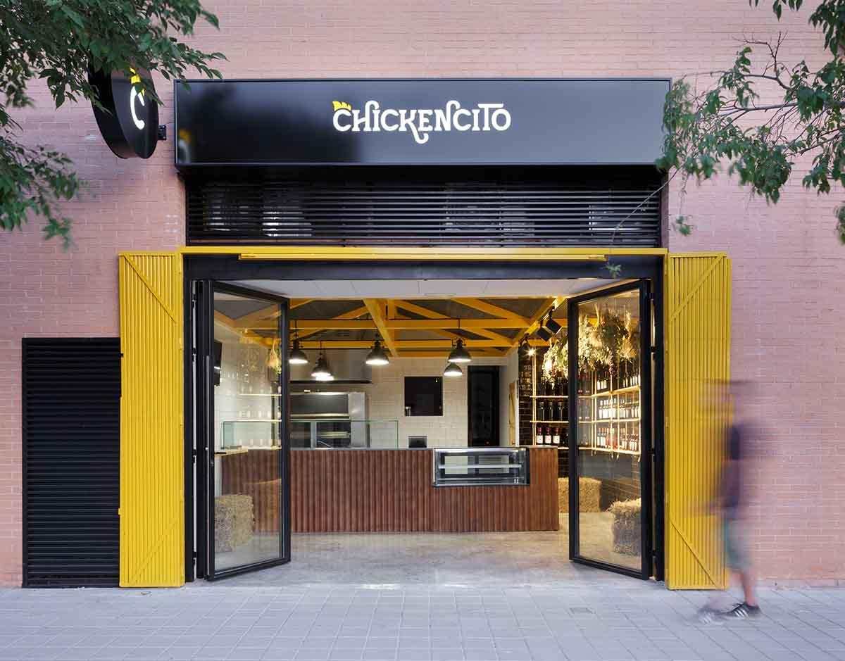 Fachada de local para asador de pollos en Alicante por Araque Maqueda