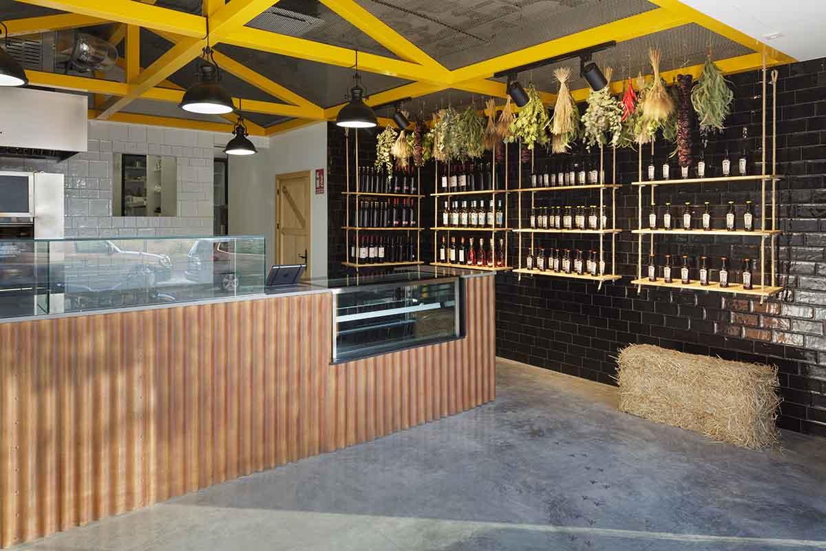 Local reformado para asador de pollos en Alicante por Araque Maqueda