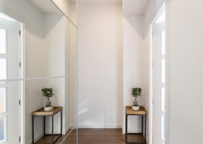 armario con espejo de Reforma para unir dos viviendas en Alicante por Araque Maqueda