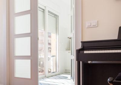 Piano y cocina de Reforma para unir dos viviendas en Alicante por Araque Maqueda