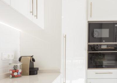 Detalle de cocina de Reforma para unir dos viviendas en Alicante por Araque Maqueda