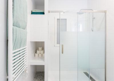 Detalle ducha de Reforma para unir dos viviendas en Alicante por Araque Maqueda
