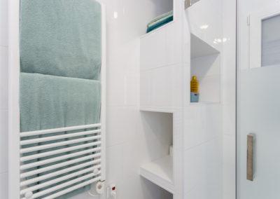 Detalle mueble ducha de Reforma para unir dos viviendas en Alicante por Araque Maqueda