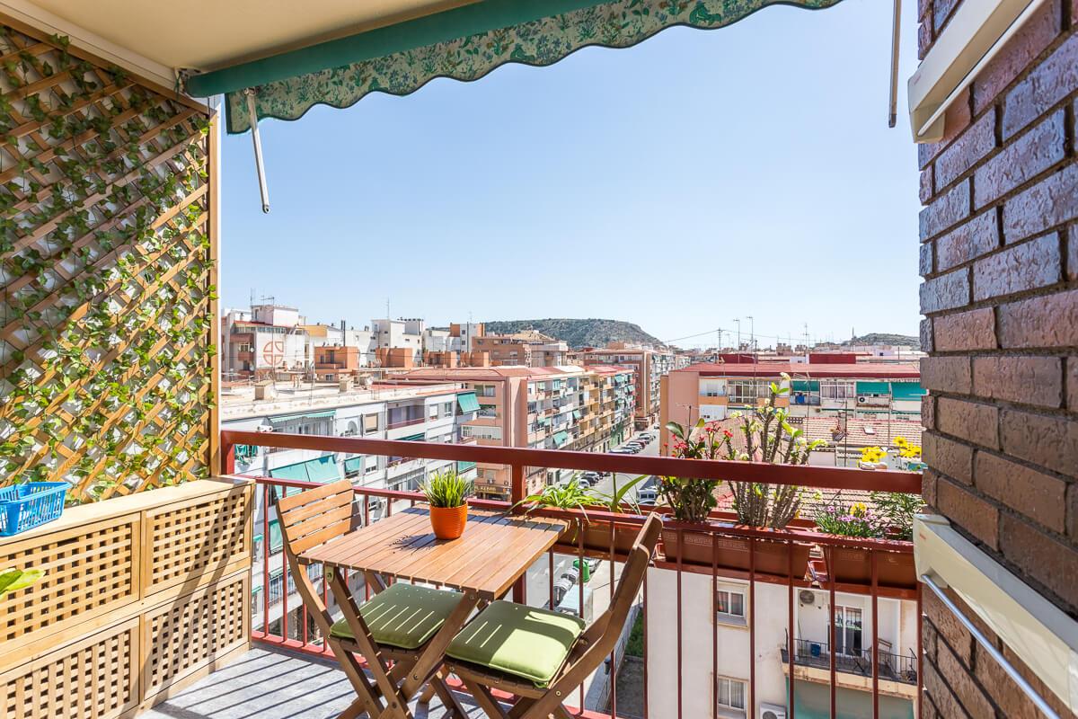 balcon vistas a alicante Reforma de estilo nordico en alicante por araque maqueda