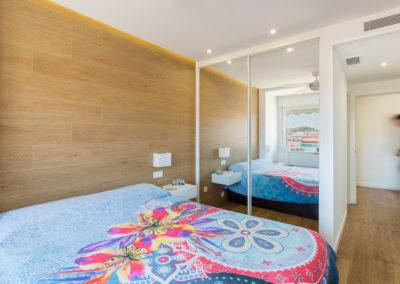 espejo de habitacion Reforma de estilo nordico en alicante por araque maqueda